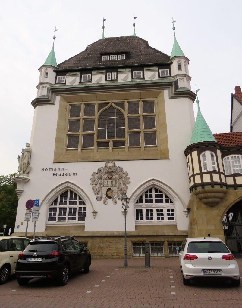 Er Celle i Tyskland et eventyr. Erverdige rådhuset. Urbantoglandlig