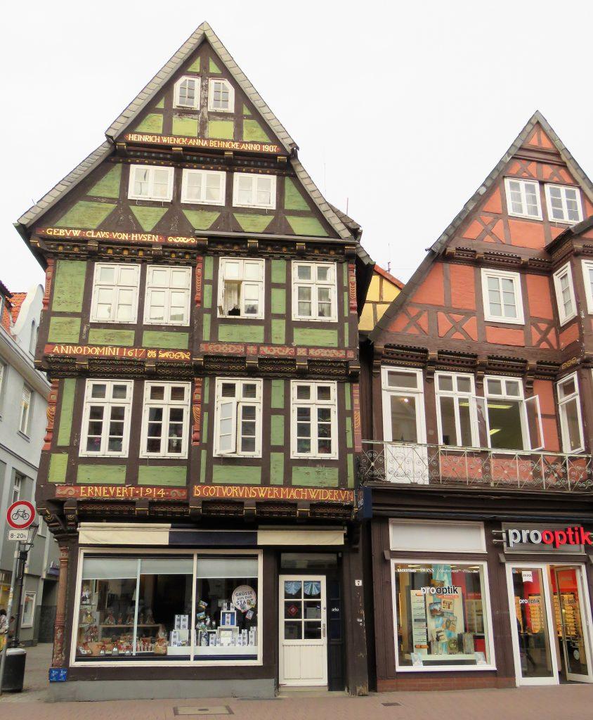 Er Celle i Tyskland et eventyr. Flotte bindeverkshus i Celle. Urbantoglandlig