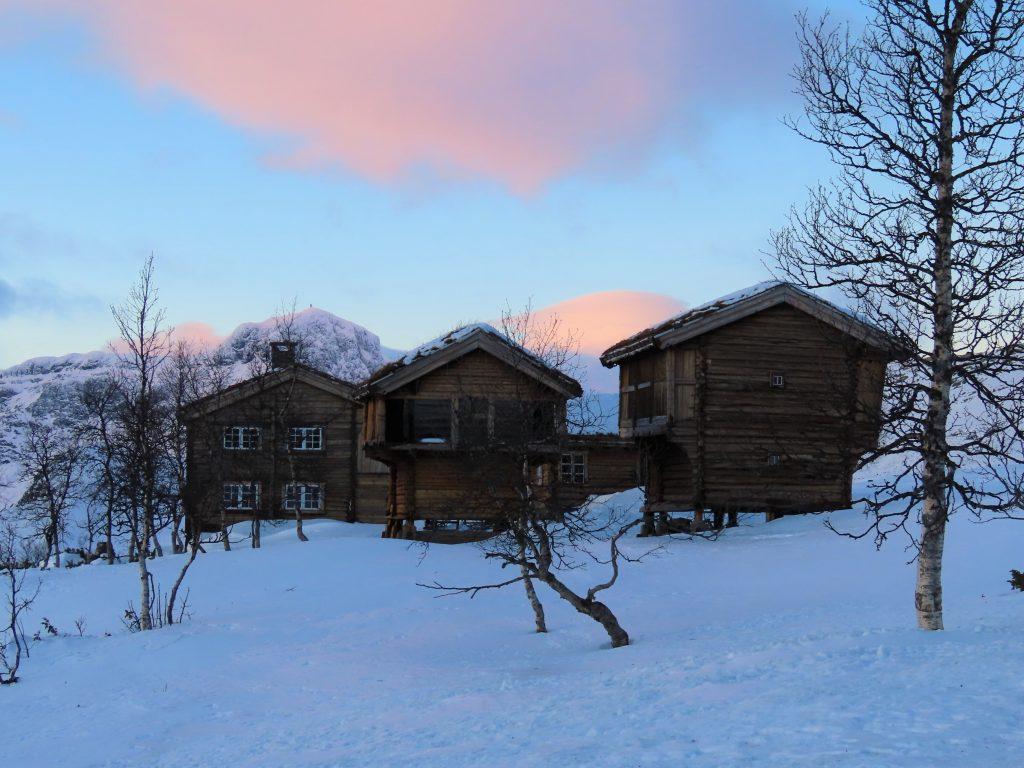 Bo på hotell på Beitostølen - Fine turveier opp til Garli med utsikt mot Bitihorn