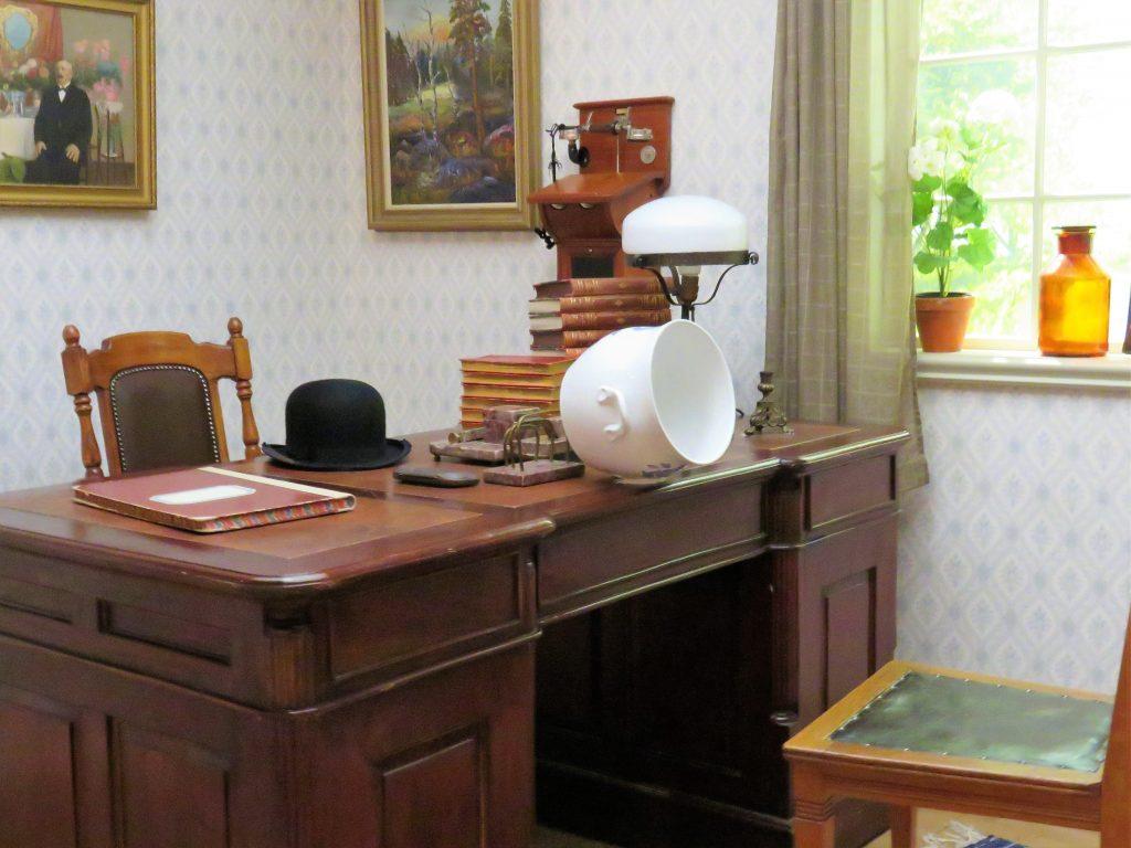 Opplev Filmbyn i Småland med Astrid Lindgrens verden. Legekontoret som ble brukt i Emil i Lønnebergfilmene
