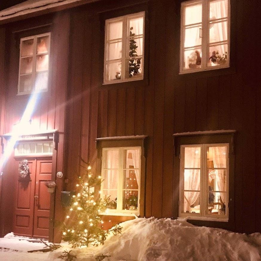 Reisen til Røros - en juledrøm blir virkelig - Rødhuset i julestemning