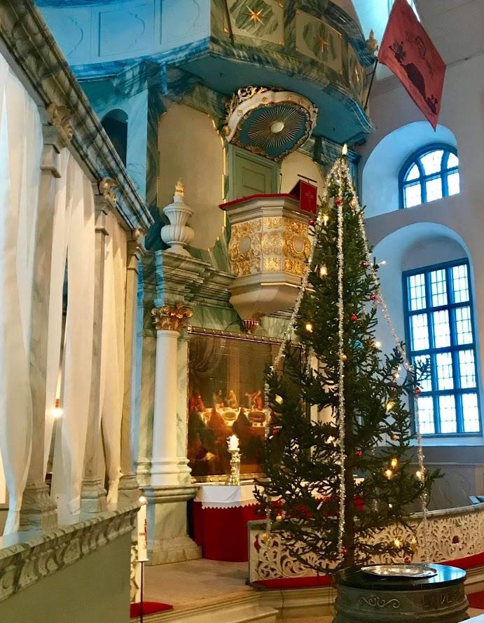 Reisen til Røros - en juledrøm blir virkelig - Røros kirke innvendig