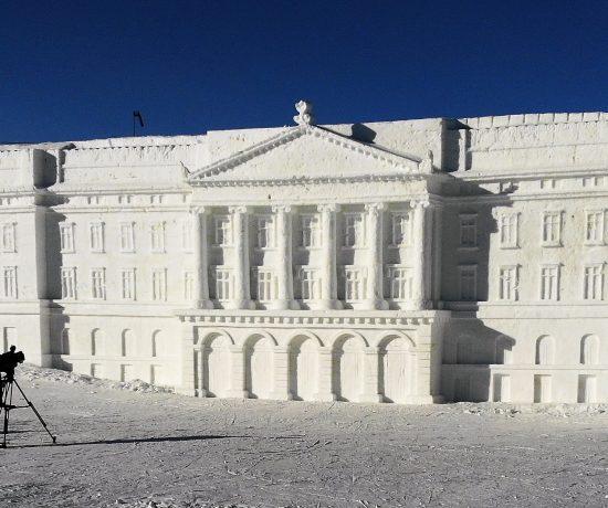 Snøskulpturene på Beitostølen - Slottet i all sin prakt øverst i salombakken