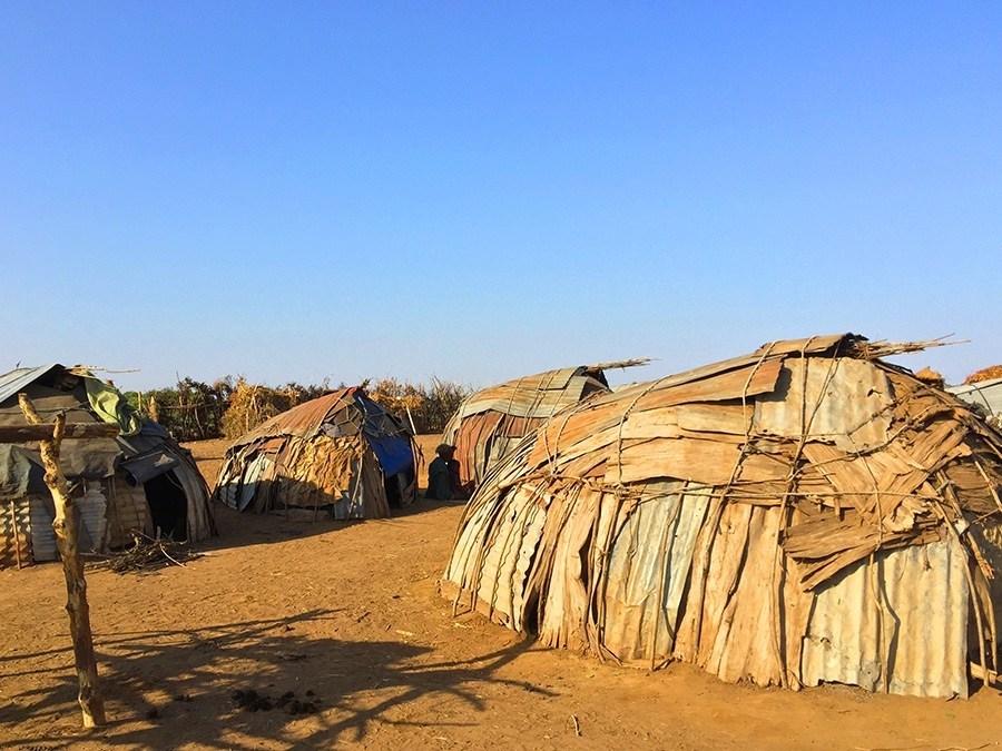 Rystende og tankevekkende besøk hos stammefolk i Etiopia - Daasanach landsby i Omodalen, nær grensen til Kenya