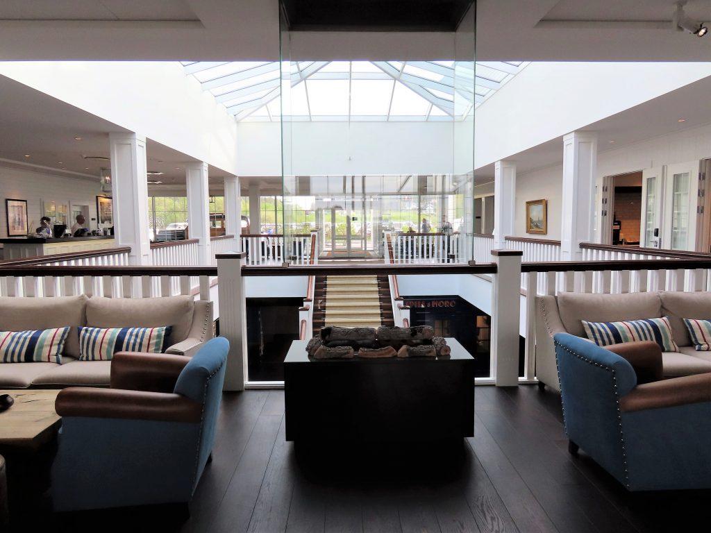Støtvig Hotel i Hampton-stil og med utsikt mot evigheten - Fra resepsjonsområdet