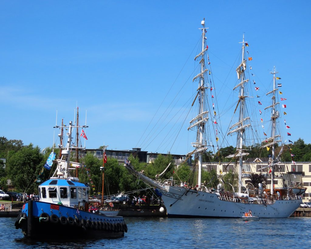 En av slepebåtene som assisterte under The Tall Ships Races 2019