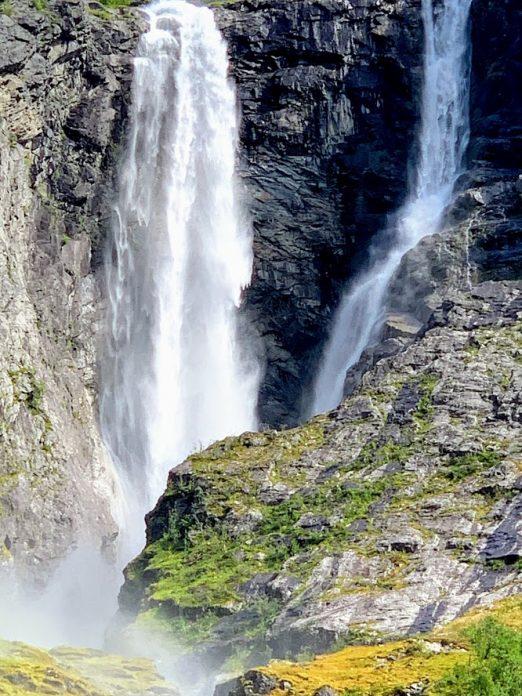 Kjenndalsbreen og omegn kunne by på fossefall, bre og annen vakker natur IMG_2375-min