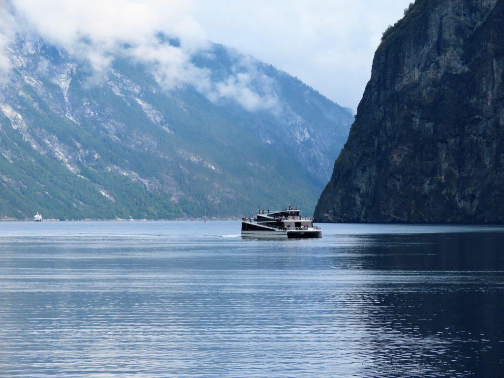 Med elektrisk båt gjennom Aurlandsfjorden og Nærøyfjorden i Sogn og Fjordane IMG_3218 (2)-min