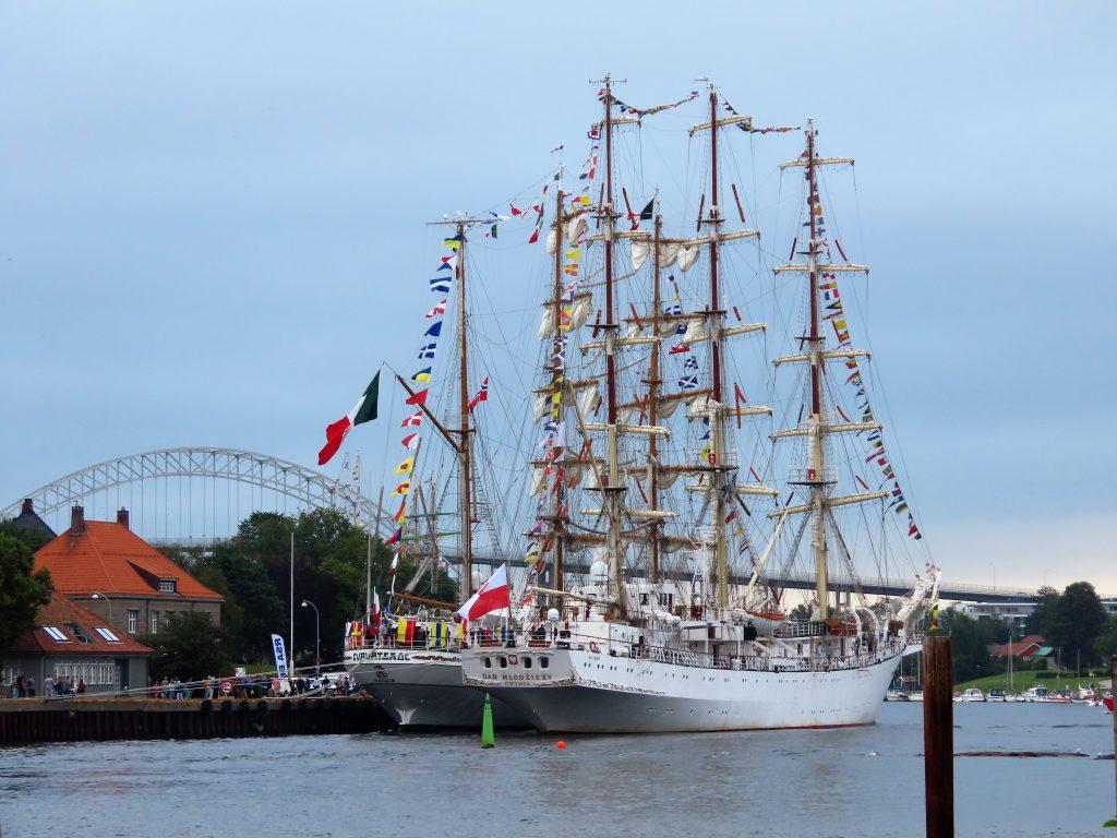 Seilskuter i fleng som ses både forfra og bakfra - Tall Ships Races IMG_2721 (2)