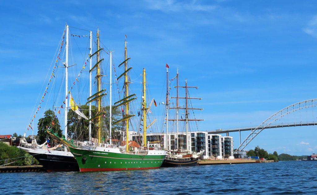 Stolte seilskuter ligger til kai, ikke langt fra Fredrikstadbroa IMG_2593 (2)
