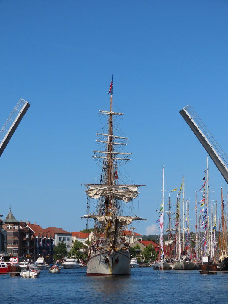 The Tall Ships Races i Fredrikstad 2019 - Når broen åpnes for staselige seilskuter IMG_2507 (2)