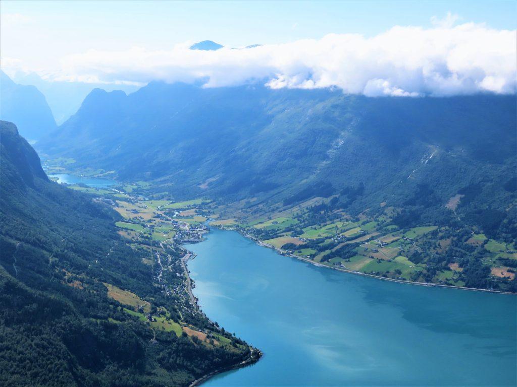 Loen Skylift - fra fjord til fjell på 5 minutter -   <p>Utsikt over Nordfjord og inn mot Olden IMG_3063 (2)-min
