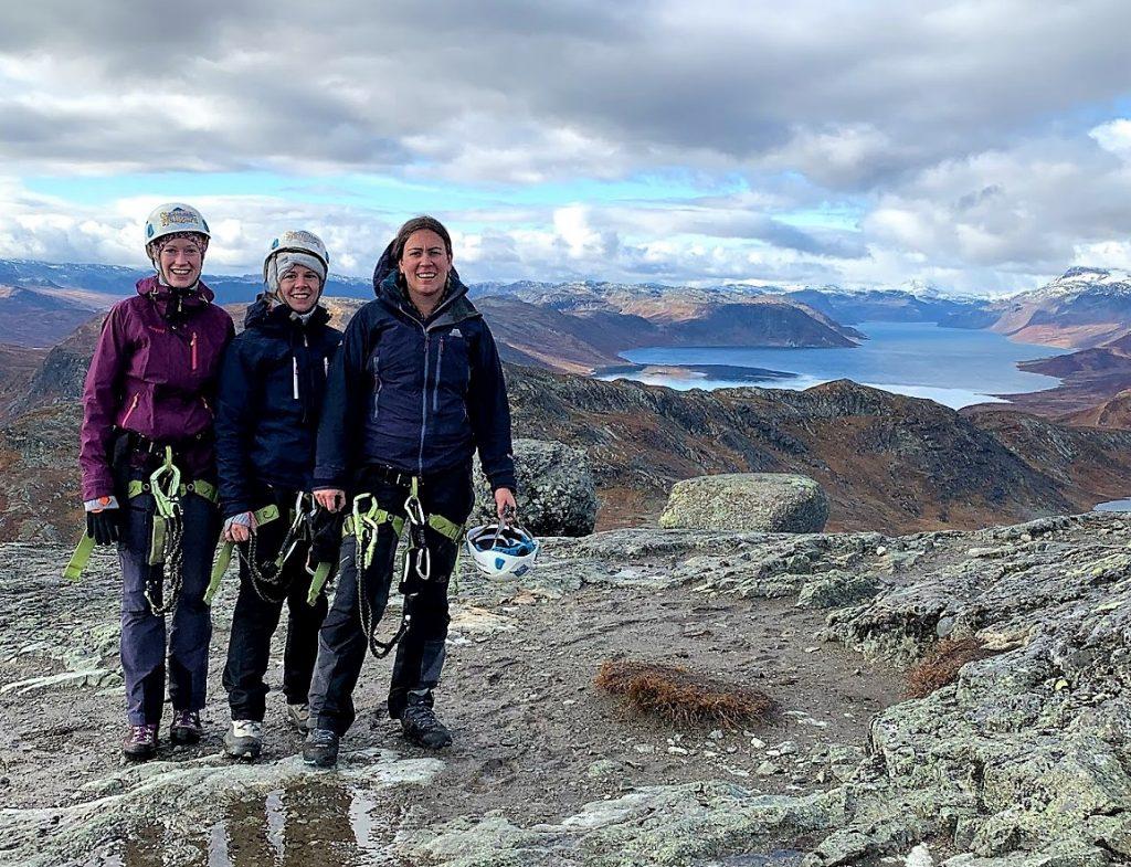 Synshorn 1475 MOH - Jotunheimen, tre jenter som er glaed etter å ha klatret Via Ferrata IMG_4015 (2)
