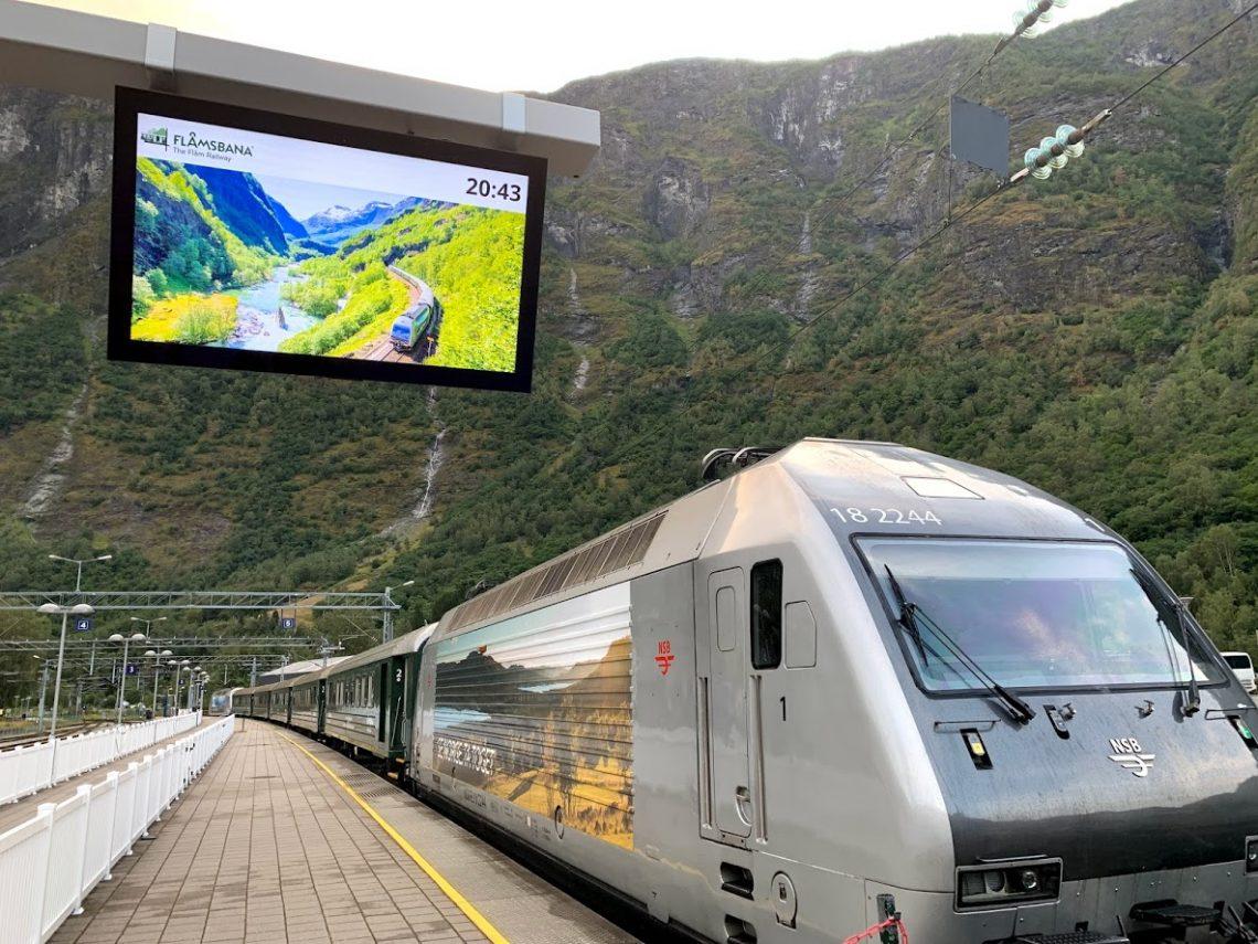 Flåmsbanen – befant vi oss på verdens vakreste togreise - toget før påstigning IMG_2540