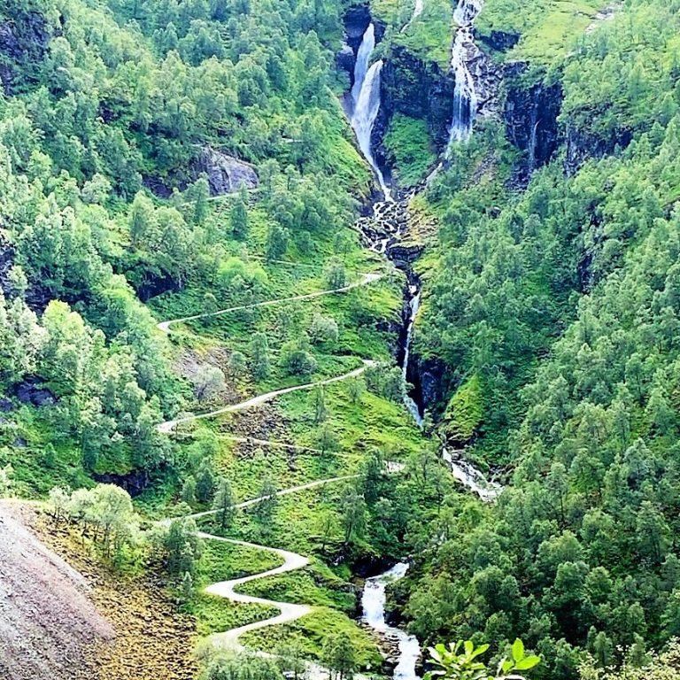 Her ser du rallarveien mellom Myrdal og Flåm