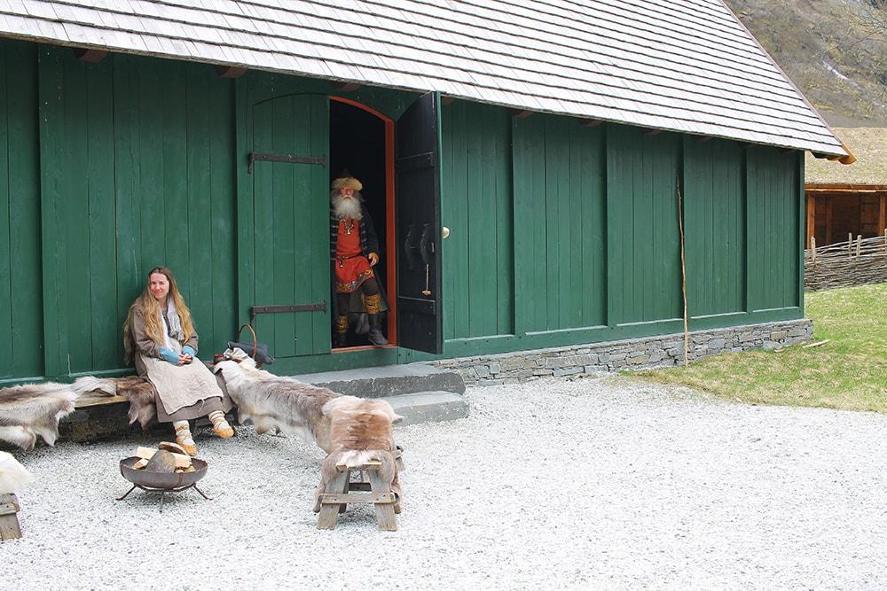 På tur i Nerøyfjorden - viking+valley+reisebloggen+tenk+koffert+9-min