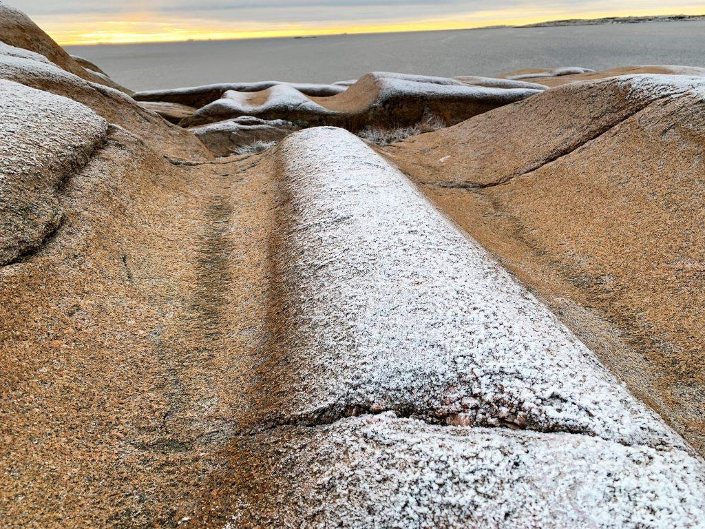Svabergene på Brattestø bærer tydelige spor etter istiden IMG_4843(2)