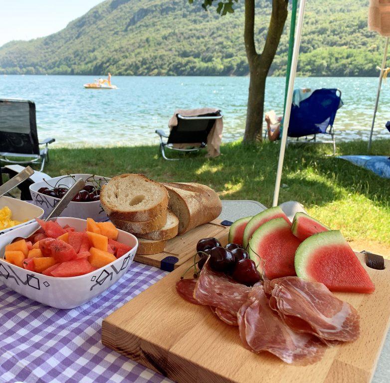 Campeggio delle fate Mergozzo ligger ned til innsjøen