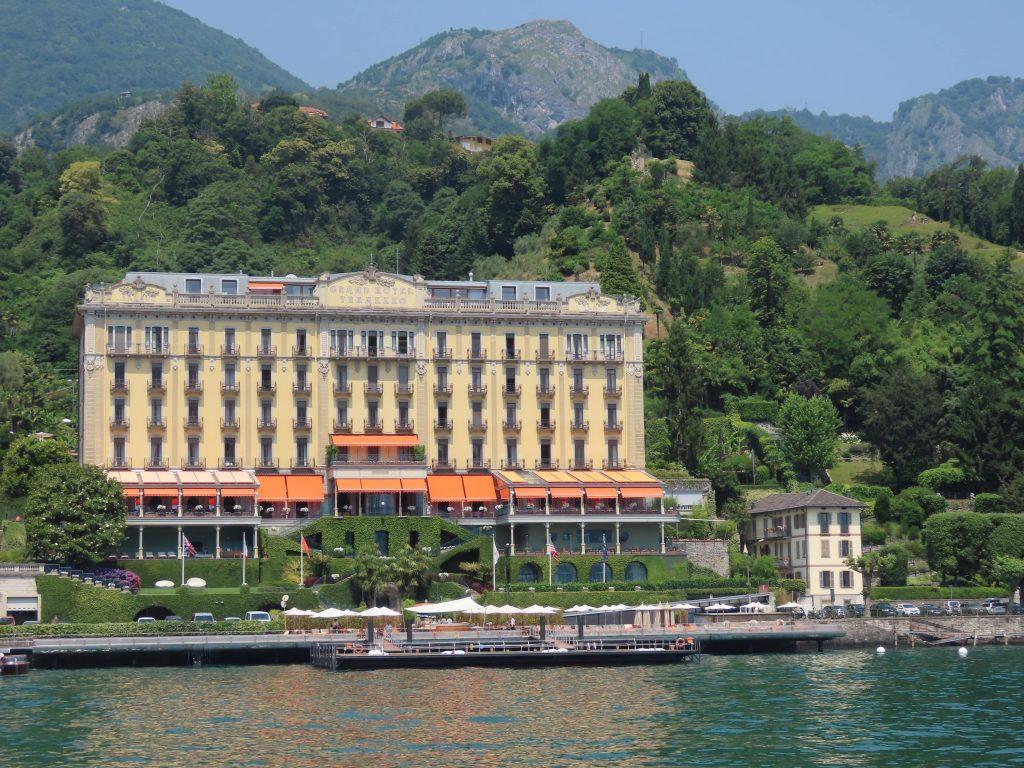Grand Hotell i sentrum av Tremezzo - vakker, gammel arkitektur