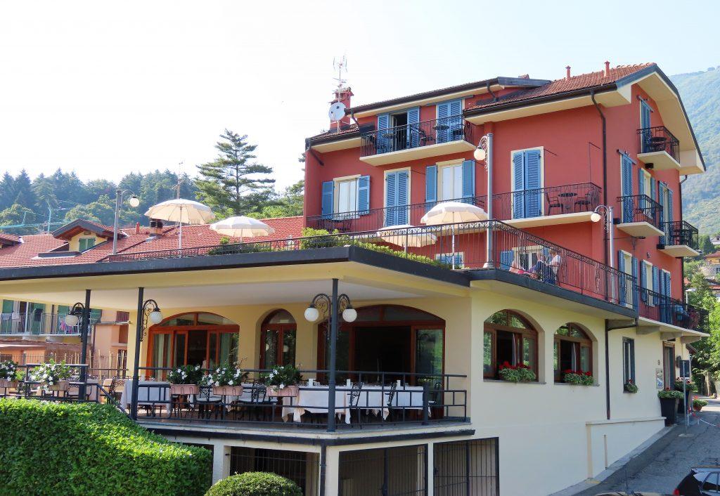 La Quertina - hotell og restaurant som ligger som nabo av campingplassen i Mergozzo