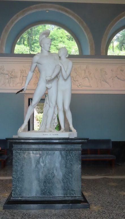 Skulptur inne i Villa Carlotta