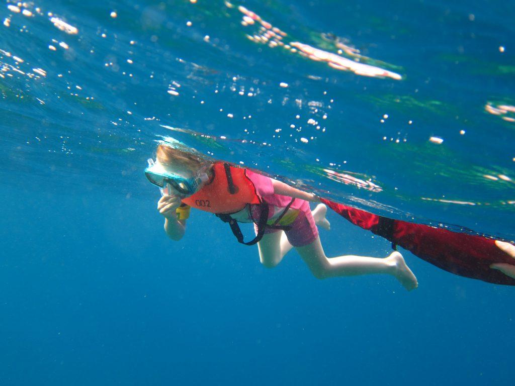 Familieferie på Maldivene med hav i turkis fargeskala- maldivene_six_senses_laamu