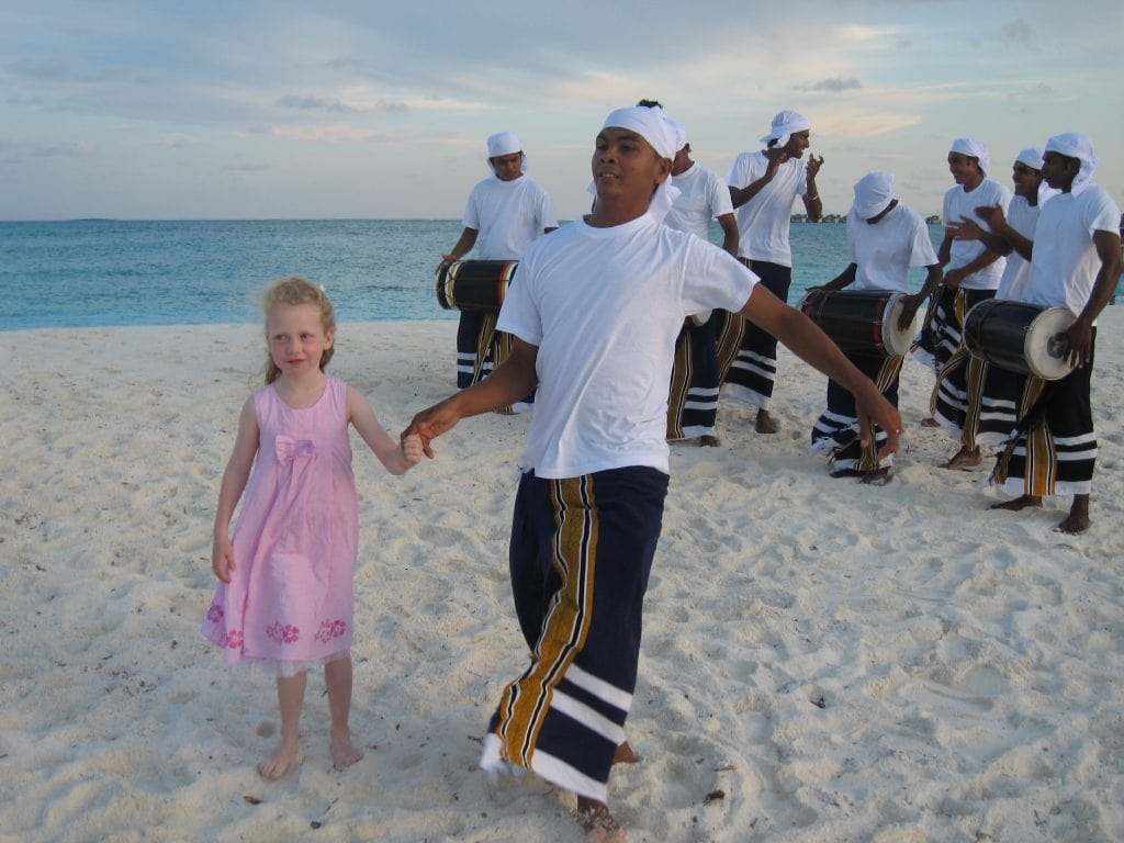 maldivene_six_senses_laamu_dans