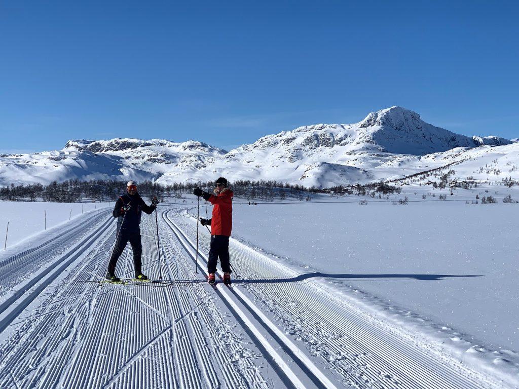 Fruen fra Amerika med sin skilærer - Garli på Beitostølen