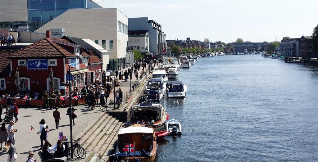 Norgesferie - 7 attraksjoner i sommerbyen Fredrikstad - utsikt over ælva fra Kråkerøybroa