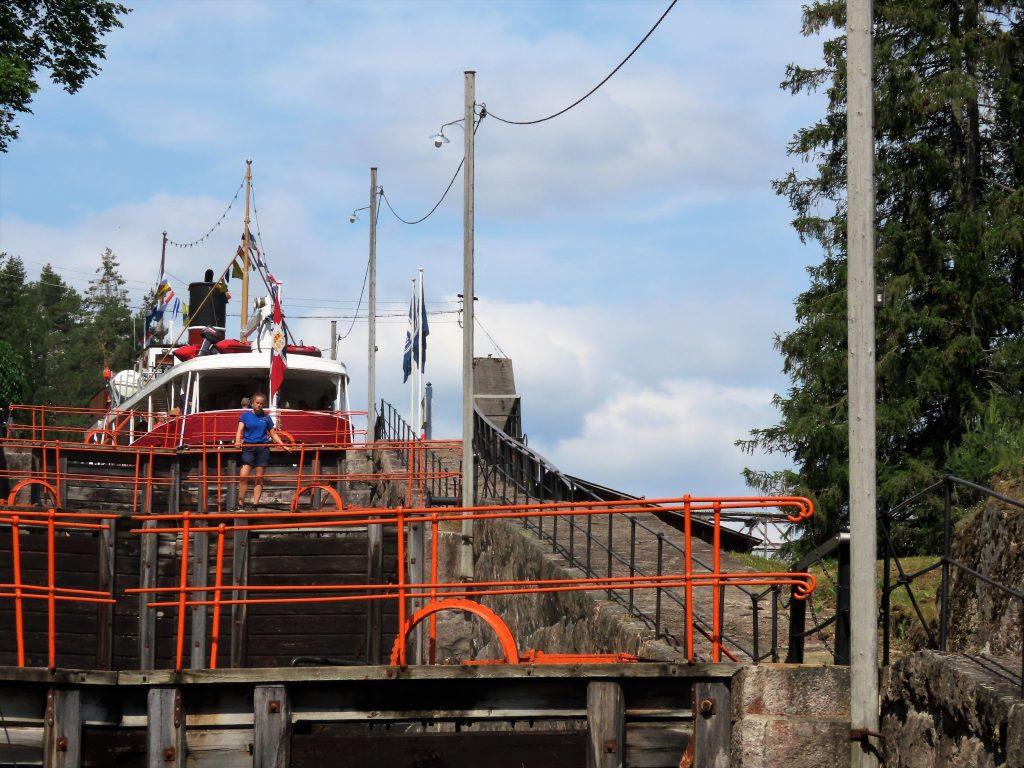 Telemarkskanalen er en familievennlig norgesferie - i slusekø sammen med Victoria