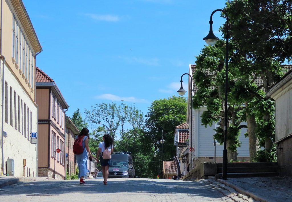 Tips til en sommerdag i sjarmerende Gamlebyen - På brostein langs smale gater