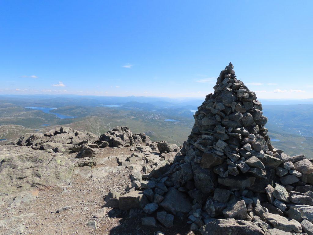 5 opplevelser på Beitostølen i løpet av en langweekend - varden på toppen av Bitihorn