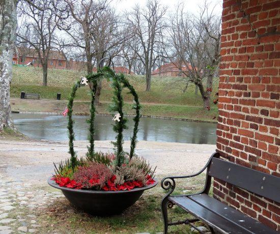 Jul i Gamlebyen passer utmerket til en venninnetur - utenfor Glasshytta med blomsterdekorasjon