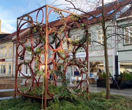 Når Fredrikstad tar på seg finstasen til jul - den flotte juleinstallasjonen på Stortovet
