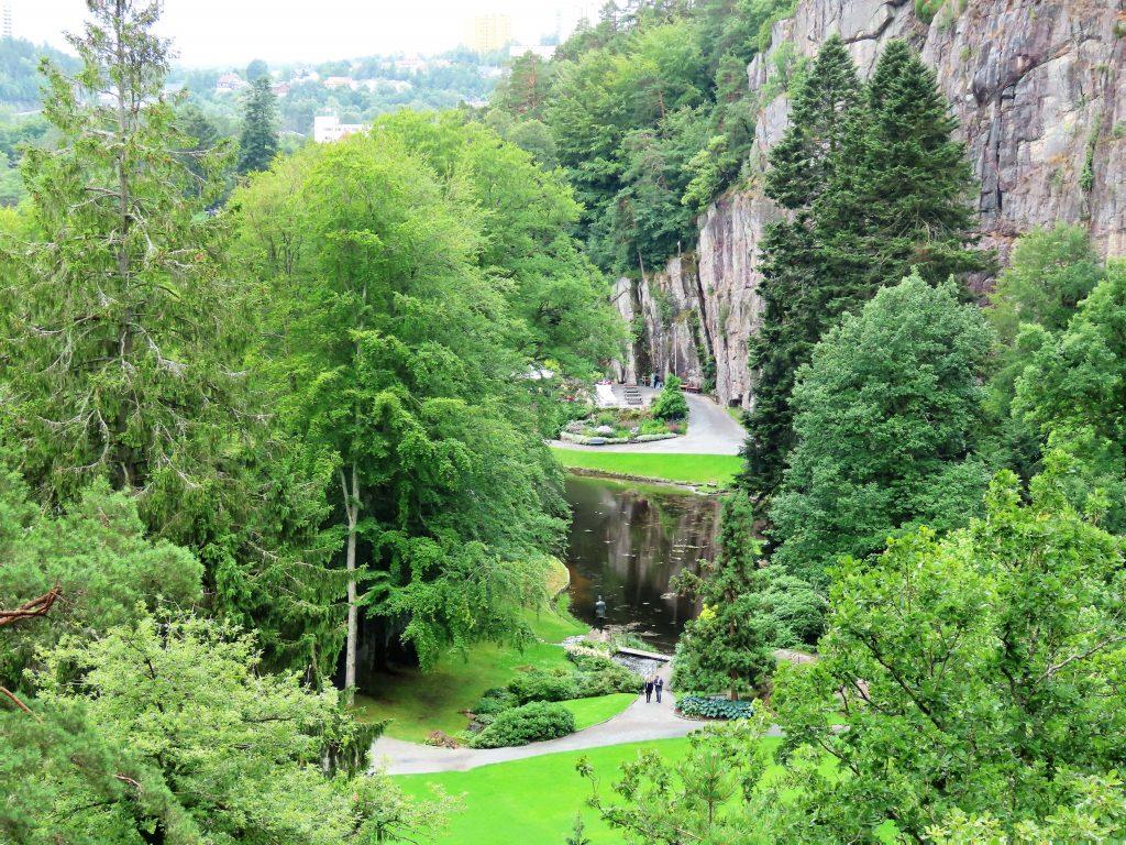 I høyden får du fin oversikt over parken
