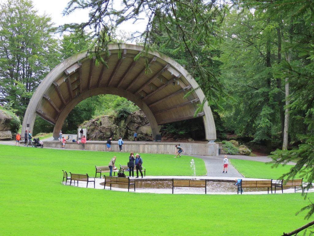 Ravnedalen, den magiske perlen med kafé og vakker park - scenen
