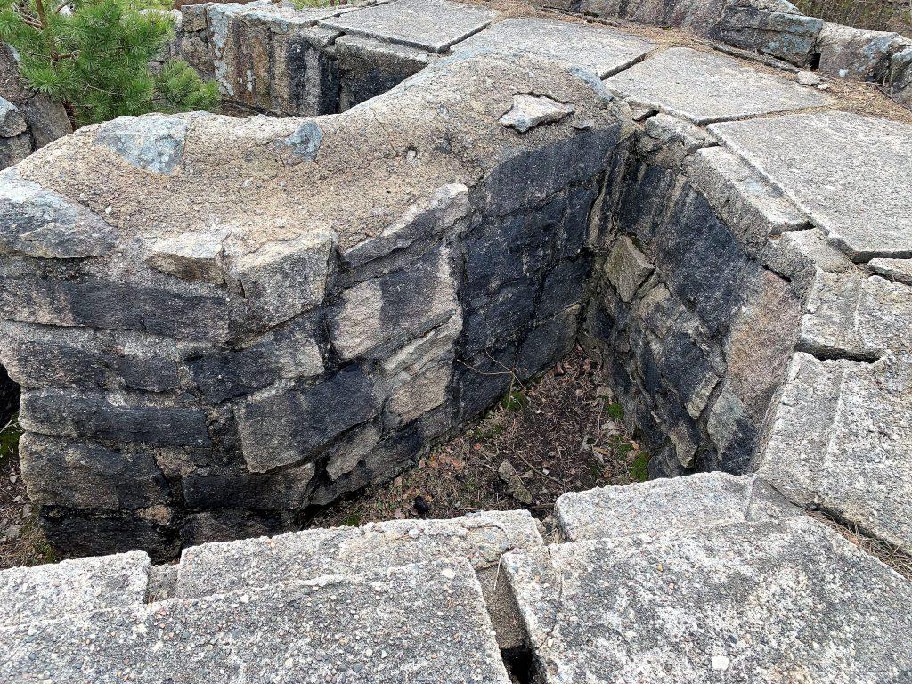 Fin tur til historiske Skams klove og Kjøkøy fort - En del av byggverkene i fortet